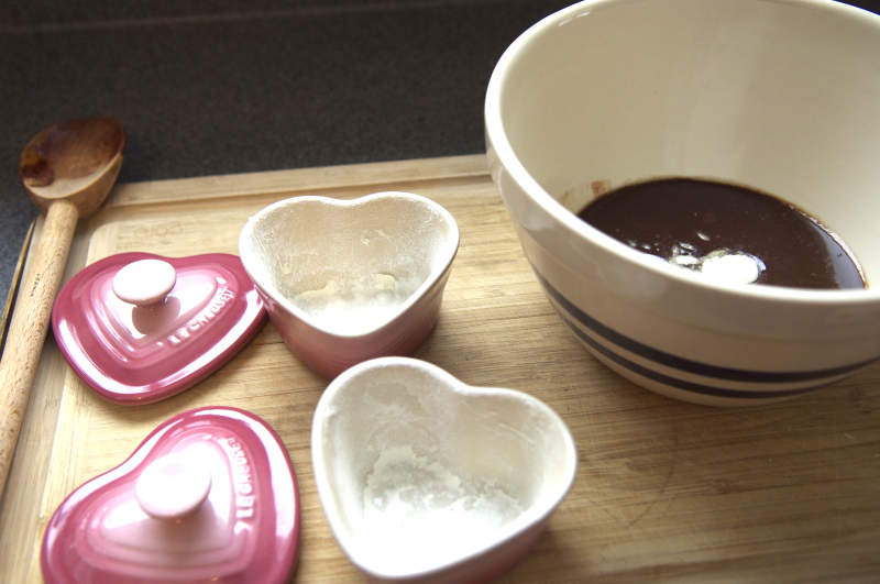 Floured lava cake